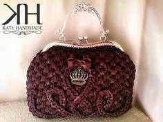 "Borsa mod. ""Regina"" in fettuccia di lycra color cioccolato e chiusura vintage argento.  Crochet bag"