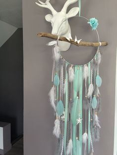 Attrape-rêves en bois flotté, origami, plumes et perles bois compris mint, gris et blanc - grande dimension : Décorations murales par marcelmeduse Dream Catcher Art, Dream Catcher Mobile, Diy Arts And Crafts, Diy Crafts For Kids, Craft Gifts, Diy Gifts, Color Menta, Suncatcher, Unicorn Pictures