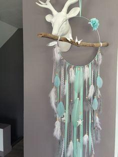 Attrape-rêves en bois flotté, origami, plumes et perles bois compris mint, gris et blanc - grande dimension : Décorations murales par marcelmeduse