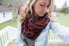 Emerald Homestead »knit scarf. super easy arm knit scarf. arm knitting DIY