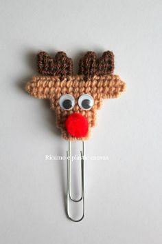 Segnalibro con renna, graffetta segnalibro natalizia, idea regalo Natale, regalo per lettori, planner accessori, segnalibro fatto a mano by Ricamoeplasticcanvas on Etsy
