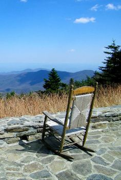 Rocking Chair In The Mountains End Of Summer, New Beginnings, Outdoor Furniture, Outdoor Decor, Rock N Roll, Paradise, Rocking Chairs, Mountains, Places