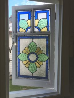 48 Ideas bathroom window stained glass house for 2019 Faux Stained Glass, Stained Glass Designs, Stained Glass Panels, Stained Glass Projects, Stained Glass Patterns, Leaded Glass, Mosaic Glass, Mosaic Tiles, Mosaics