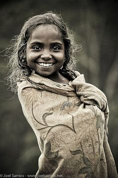 Smiling girl portrait face - East Timor What a beautiful smile? Beautiful Smile, Beautiful Children, Beautiful World, Beautiful People, Foto Portrait, Portrait Photography, Smiling Photography, Photography Kids, Just Smile