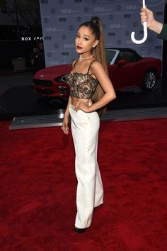 These Ariana Grande Outfits Are My Fashion Everything Ariana Grande Photoshoot, Photos Ariana Grande, Ariana Grande Cute, Ariana Grande Outfits Casual, Ariana Grande Clothes, Ariana Grande Bikini, Teen Vogue, Celebrity Outfits, Celebrity Look