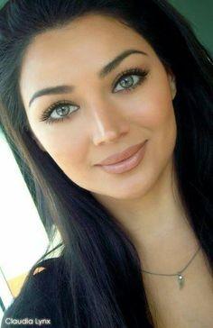 Perfect natural makeup.