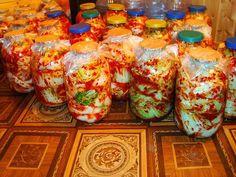 Традиционное корейское кимчи, рецепт приготовления с простой пошаговой инструкцией. Eсли понравился рецепт-Возьмите себе на заметку! Целые кочаны кладём в кастрюлю или бочку и заливаем холодным сырым солёным рассолом(0.5 банка соли на ведро воды,можно и больше соли 0.7 банка). 3 дня киснет, если холодно то и 5 дней(если на улице). Достаёте промываете хорошо проточной водой,чтоб не …
