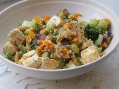 Kvinoa-parsakaali-tofusalaatti