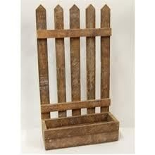 Barn wood Fence window box ... could use the pallets I snagged :).  Would love this!