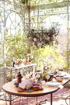 an outdoor eating spot, how wonderful that would be to share it with someone special