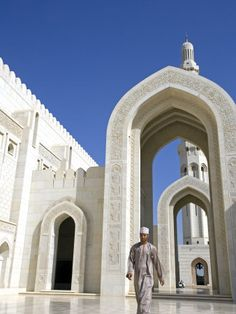 hannaford-mark-muscat-the-grand-mosquea-is-a-magnificent-example-of-modern-islamic-architecture-oman.jpg 338×450 pixels