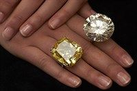 Huge yellow and blue diamonds are expected to fetch strong prices at Geneva jewelry sales next week, as investors seek rare stones fresh to a healthy market, auction houses said on Wednesday. Royal Jewelry, Emerald Jewelry, Gem Diamonds, Colored Diamonds, Mommy Jewelry, Jewelry Auctions, Silver Engagement Rings, Ring Engagement, Schmuck Design