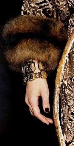 Color Dorado, Brown Fashion, Roberto Cavalli, Colorful Fashion, Fashion Details, Gold Watch, Topaz, Rings For Men, Beige