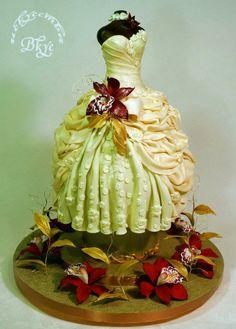Exuberante Vestido de Novia. Tartas Originales.