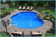 Free Form Vinyl Pool with Stone Coping. Note how a curvy pool deck/surround looks as opposed to a rectangle-shaped one. Landscaping Around Pool, Swimming Pool Landscaping, Swimming Pool Designs, Backyard Landscaping, Landscaping Ideas, Backyard Pools, Landscaping Software, Vinyl Pools Inground, Underground Pool