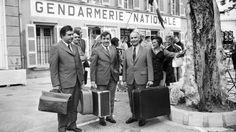 """Les acteurs français Michel Galabru, Jean Lefevre et Louis de Funès sont photographiés sur le tournage du 4ème volet du """"Gendarme de Saint-Tropez"""" le 27 mai 1970."""