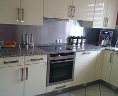 küchenspiegel aus weißen plexiglas mit led leiste hinterlegt. es ... - Küchenspiegel Mit Fototapete