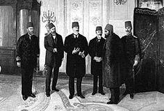Tahta çıktığında Osmanlı Devleti tam bir bunalımın eşiğindeydi.Sultan Abdülhamid, ilkişolarak devleti parçalanma ve yokolma yolunadoğru götüren Meclis-i Mebusan kapattı  ve devlet idaresini eline aldı. Ayastefanos antlaşması ile Osmanlı Devleti Makedonya, Batı Trakya, Kırklareli, Kars, Ardahan ve Batum'u kaybediyordu. Ancak İngiltere ile anlaşan Abdülhamid Han, Kıbrıs'ın idaresini onlara bırakmak şartıyla, yeniden topladığı Berlin Konferansı'nda kaybedilen toprakların bir kısmına sahip oldu.