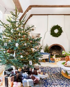 Very positive and media personality, American designer Emily Henderson this year has kindly opened the doors of her wonderful home decorated for the ✌Pufikhomes - source of home inspiration Christmas Coffee, Noel Christmas, White Christmas, Cottage Christmas, Colorful Christmas Tree, Retro Christmas, Christmas Colors, Xmas Tree, Christmas Stuff