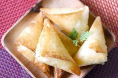 Snack Recipes, Cooking Recipes, Snacks, Feta, Empanadas, Camembert Cheese, Chips, Veggies, Food And Drink