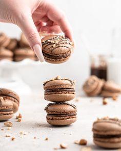 Nutella Macarons - Food Duchess Macaron Filling, Macaron Flavors, Buttercream Filling, Nutella Macarons, Meringue Pavlova, Macaroon Recipes, Gluten Free Chocolate, Gluten Free Cookies, Desert Recipes