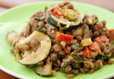 Linsensalat mit getrockneten Tomaten und angebratenen Zucchini: der etwas andere Grillsalat, der garantiert gut ankommt.