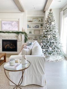 "Great Pic Farmhouse Lighting living room Style Nothing says ""welcome home"" much better than farmhouse style. Its earthy color scheme, rustic ch Christmas Living Rooms, Christmas Home, Christmas Trees, White Christmas, Christmas Punch, Country Christmas, Christmas 2019, Neutral, Christmas Decorations"