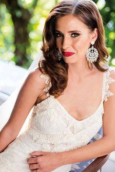 Beleza criada por G. Junior. O casamento de Clio e Francisco foi publicado no Euamocasamento.com, e as fotos são de Ricardo Gomes. #euamocasamento #NoivasRio