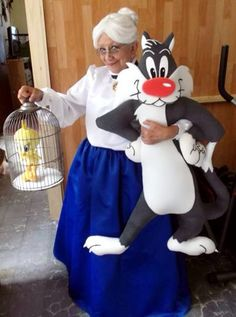 Grandma, Sylvester and Tweety... Best costume!!!
