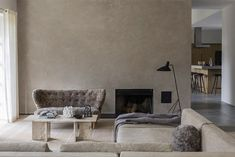 Una casa de campo diseñada por Norm Architects Palette, Interior Minimalista, Inspirations Magazine, Nordic Style, Home Decor, Minimalist Bathroom, Minimalism, Wooden Stools, Furniture
