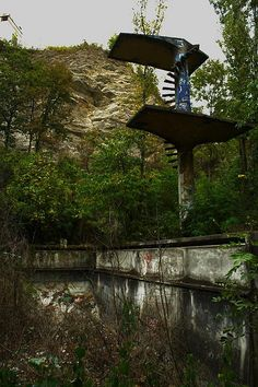 Abandoned places: The swimming pool III.