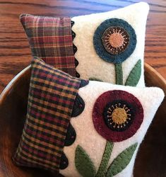 Destash Anything Wool Related has members. Welcome to Destash Anything Wool Related! Applique Pillows, Wool Applique Patterns, Felt Applique, Wool Pillows, Felted Wool Crafts, Felt Crafts, Fabric Crafts, Sewing Crafts, Wool Quilts