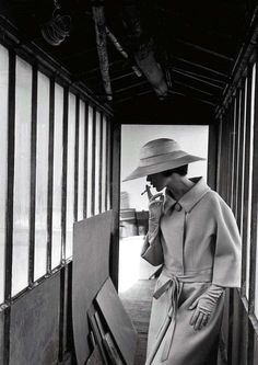 Fashion photo by Jeanloup Sieff, 1961 Old Photography, Vintage Fashion Photography, Portrait Photography, Black White Photos, Black And White Photography, Jean Loup Sieff, Portraits, Famous Photographers, Magnum Photos