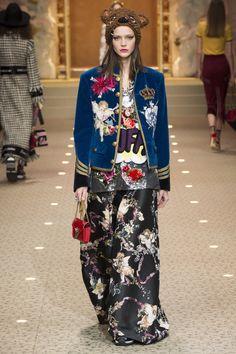 8fa77cb579 Dolce  amp  Gabbana Fall 2018 Ready-to-Wear Fashion Show Collection Dolce