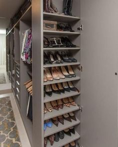 Unique closet design ideas will definitely help you utilize your closet space appropriately. An ideal closet design is probably the […] Wardrobe Design Bedroom, Master Bedroom Closet, Bedroom Wardrobe, Wardrobe Closet, Diy Bedroom, Trendy Bedroom, Bedroom Ideas, Small Master Closet, Master Suite