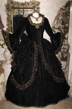 Bathory Ball gown Elizabeth Bathory, 1800s Clothing, Gothic Culture, Pirate Woman, Gothic Fashion, Beautiful Outfits, Vintage Dresses, Ball Gowns, Womens Fashion