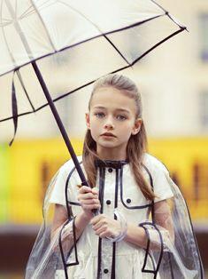Durchsichtiger Regenschirm regenmantel mädchen