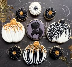 Flowers, pumpkins, and a vampire cameo ❤️ by Local Tart Bakery halloween cookies Halloween Desserts, Halloween Cupcakes, Halloween Cookies Decorated, Halloween Sugar Cookies, Decorated Cookies, Holidays Halloween, Fall Cookies, Iced Cookies, Pumpkin Cookies