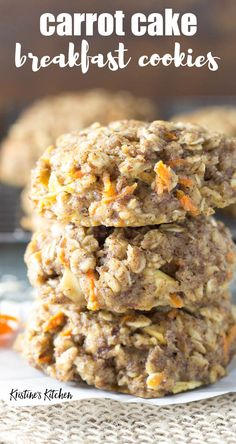 This easy oatmeal breakfast cookie recipe… Healthy carrot cake breakfast cookies! This easy oatmeal breakfast cookie recipe makes soft breakfast cookies that are full of carrot, apple, spices and oats. Healthy Carrot Cakes, Healthy Cookies, Healthy Snacks, Healthy Recipes, Carrot Recipes, Healthy Life, Carrot Ideas, Brunch Recipes, Gourmet Recipes