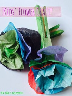 Spring flower art activity for kids. Children can create paper flowers using paint and clothespins.