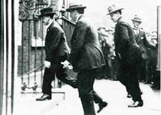 Michael Collins entering 10 Downing Street to negotiate with the British. Great-uncle Emmet Dalton is holding the door behind him. Emmet was part of the team sent over, and was responsible, amongst other things, for Collins' personal safety. Ireland 1916, Irish Independence, Irish Republican Army, Erin Go Bragh, Irish Landscape, Michael Collins, Ireland Homes, Irish Roots, As Time Goes By
