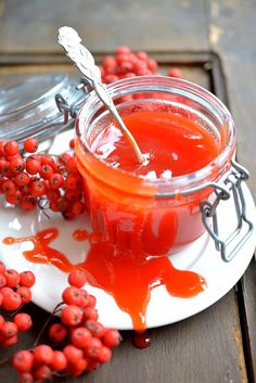 Taistellen tilhien kanssa: pihlajanmarjahillo Jam Recipes, Sweet Recipes, Cooking Recipes, A Food, Food And Drink, Recipes From Heaven, My Favorite Food, Food Pictures, Food Inspiration