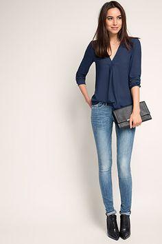 Esprit / Soepele blouse met diepe V-hals