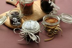 Cakes in a Jar are the cutest homemade gifts - fill them with whatever kind of cake you want and give them away to your friends and family!