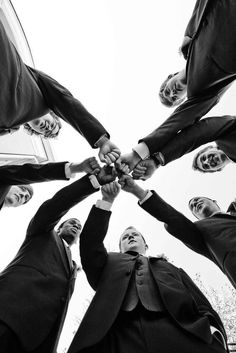 21 Must-have Groomsmen Photos Ideas to Make an Awesome Wedding #weddingphotography