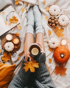 flatlay tips and inspiration - autumn Autumn Witch, Autumn Cozy, Flat Lay Photography, Autumn Photography, Flatlay Instagram, Autumn Flatlay, Fall Inspiration, Autumn Instagram, Autumn Aesthetic