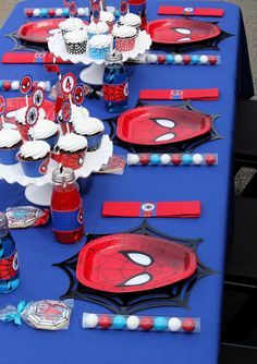 spiderman birthday party table setting  spiderman birthday favors  #spidermanbirthday  superhero