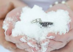 銀世界に舞い降りた奇跡♡降りしきる雪の中のプロポーズが最高にロマンティック!