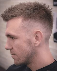 The 9 Sexiest Hairstyles For Men With Receding Hairlines Os 9 penteados mais sexy para homens com linhas finas Top Hairstyles For Men, Haircuts For Men, Trendy Hairstyles, Receding Hairline Styles, Haircuts For Receding Hairline, Flat Top Haircut, Fade Haircut, Hair Restoration, Hair Photo