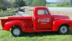 coca cola old truck Vintage Coca Cola, Coca Cola Ad, Always Coca Cola, World Of Coca Cola, Pepsi, Classic Trucks, Classic Cars, Pick Up, Old Pickup Trucks